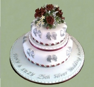 silver-wedding-burgundy-roses