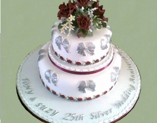 silver-wedding-burgundy-roses