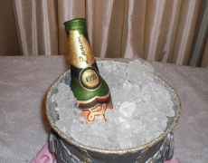 c-up-champagne-icebucket-closeup