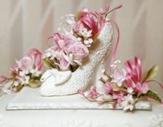 pink-roses-in-wedding-shoe