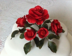 red-roses-petal-cake-closeup